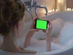 le è caduto lo smartphone nell'acqua