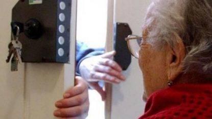 Anziana aggredita e rapinata, dopo giorni i medici le trovano una lama conficcata nel collo