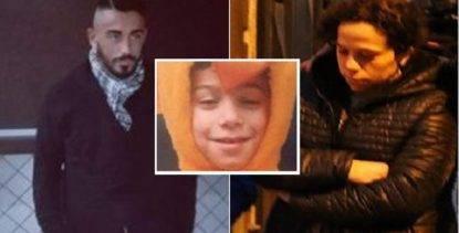 Bimbo ucciso di botte dal patrigno, arrestata anche la madre per omicidio e tentato omicidio