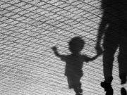 """Cassino, bimbo di due anni trovato morto: arrestata la madre. """"Strangolato perché piangeva"""""""