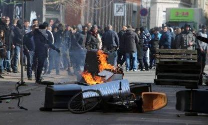 Copenaghen: politico lancia a terra il Corano, scoppia la guerriglia nel quartiere