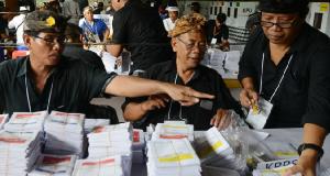Elezioni Indonesia, muoiono 272 impiegati