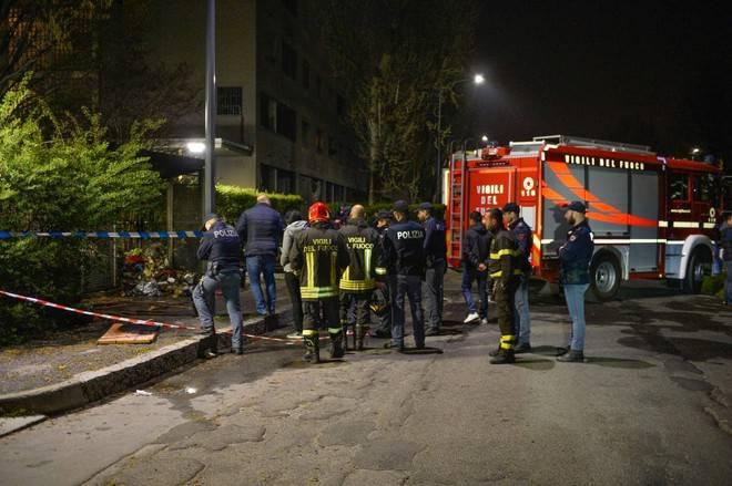 """Il mistero del corpo smembrato e bruciato a Milano: """"Abbiamo visto qualcuno correre via dal rogo"""""""