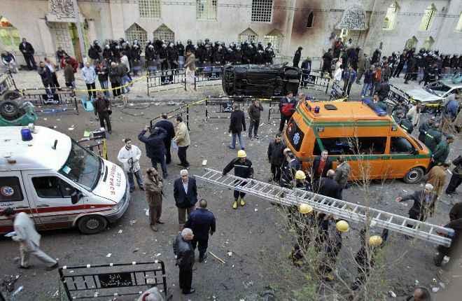 Kamikaze di 15 anni si fa esplodere in Egitto: 7 morti, anche un bimbo, e 26 feriti. L'ISIS rivendica