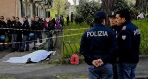 Napoli, 57enne ucciso davanti al nipote