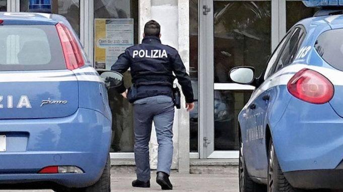 Poliziotta accompagna i figli a scuola e si spara con la pistola d'ordinanza: tragedia a L'Aquila