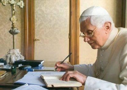 """Ratzinger: """"La pedofilia nasce dal collasso morale avvenuto nel '68. Un collasso interno alla Chiesa"""""""