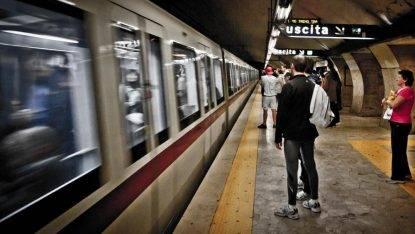 Roma, deragliamento sulla metro A: la stazione Anagnina chiusa nell'ora di punta