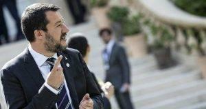 Sea Watch, Salvini è di nuovo indagato per sequestro di persona (assieme a Di Maio, Conte e Toninelli)