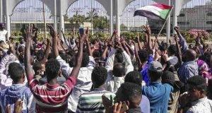 Sudan, colpo di Stato, circondato il palazzo: il presidente Omar Al-Bashir si dimette