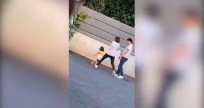 mamma picchia la figlia