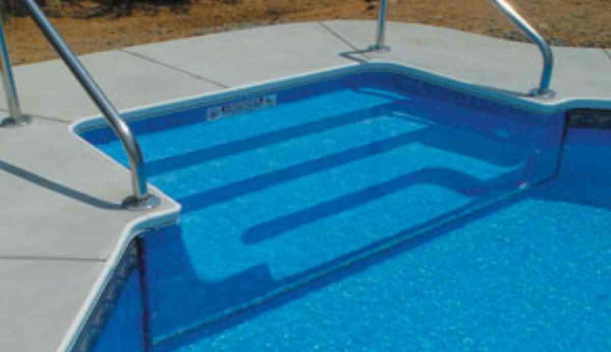 bimbo di 5 anni affoga nella piscina del nonno