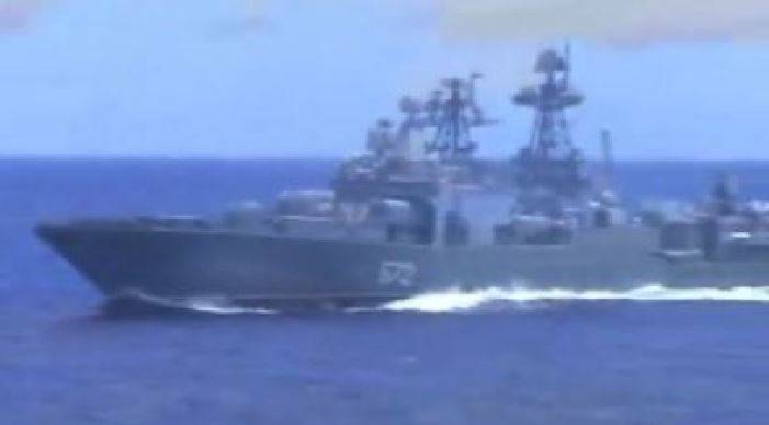 collisione sfiorata tra navi da guerra