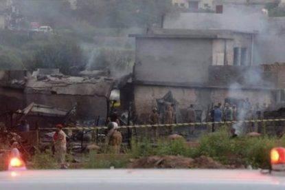Aereo si schianta sulle case: almeno 19 morti