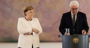 Angela Merkel trema ancora