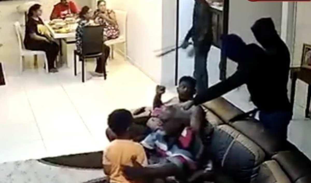 Gang armata di machete fa irruzione in un'abitazione