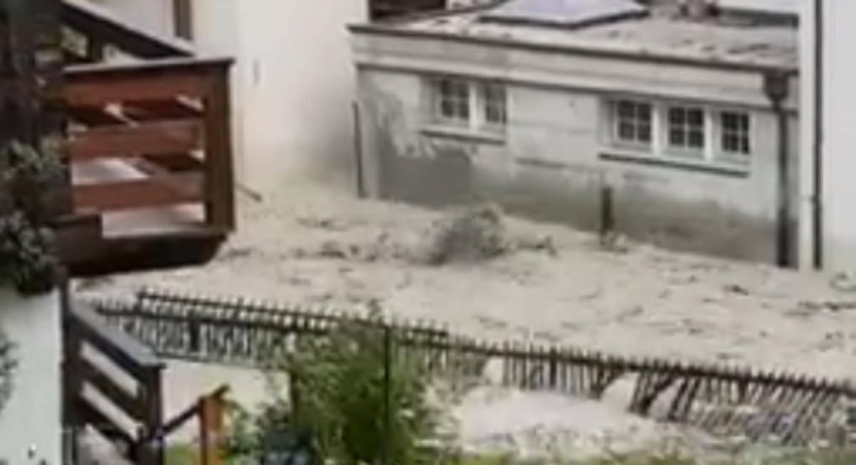 alluvione travolge una città