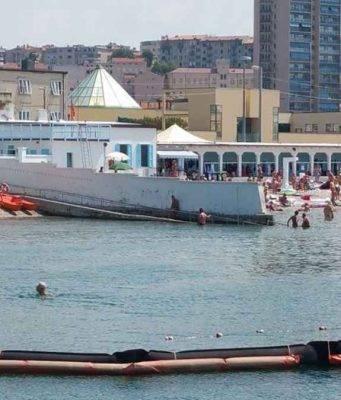 Trieste, resiste l'ultimo lido con il muro che separa uomini e donne