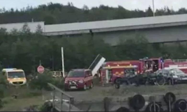 Svezia, dramma in volo: aereo pieno di paracadutisti si schianta, nove morti