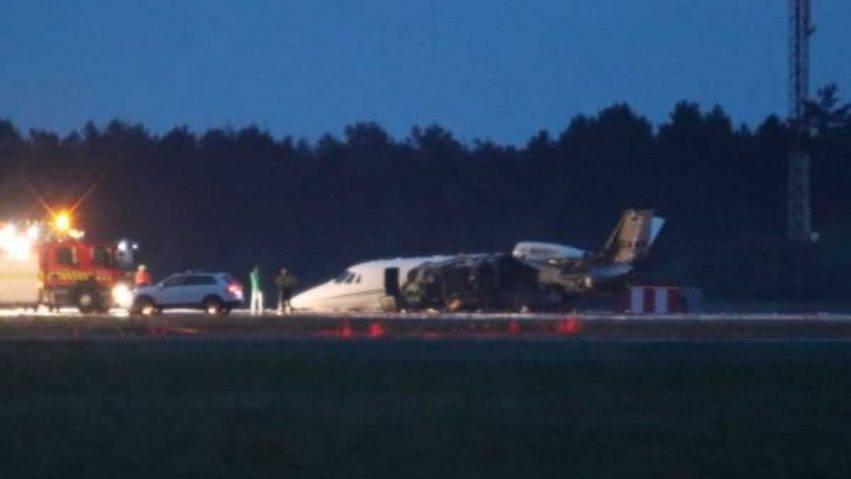 L'aereo di Pink prende fuoco dopo un atterraggio sbagliato