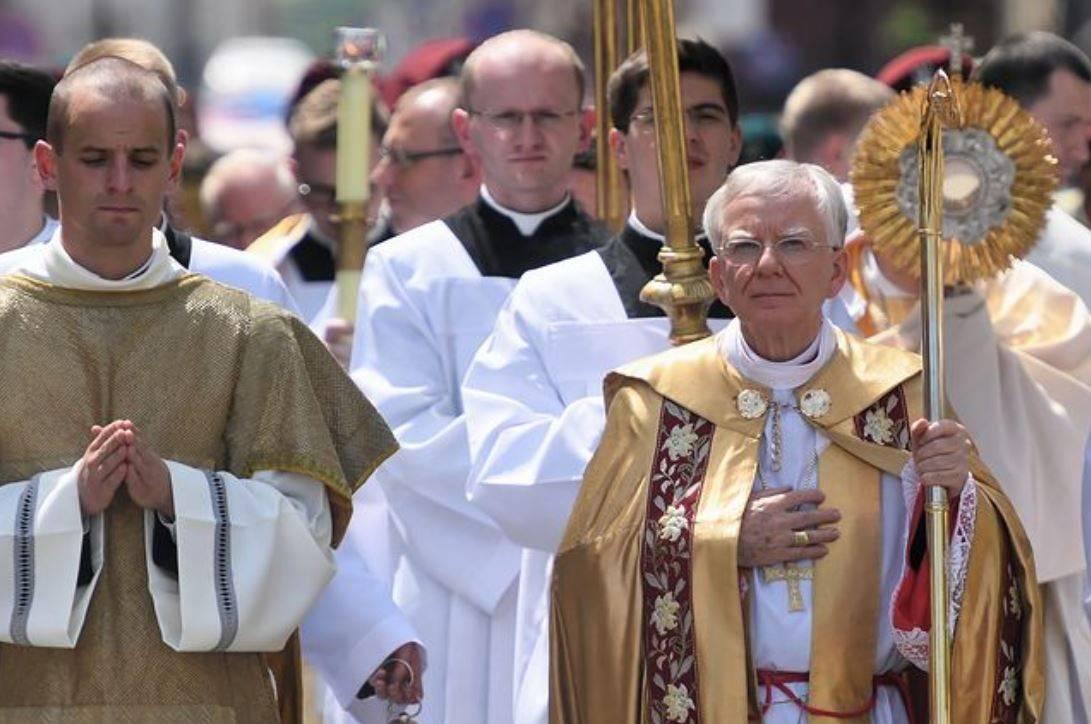 arcivescovo contro lgbt