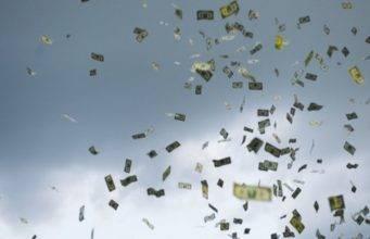 """Fuga capitali in Svizzera, non solo milionari: """"Paura di una"""