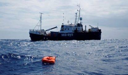 Alan Kurdi: evacuate 5 persone a bordo della nave