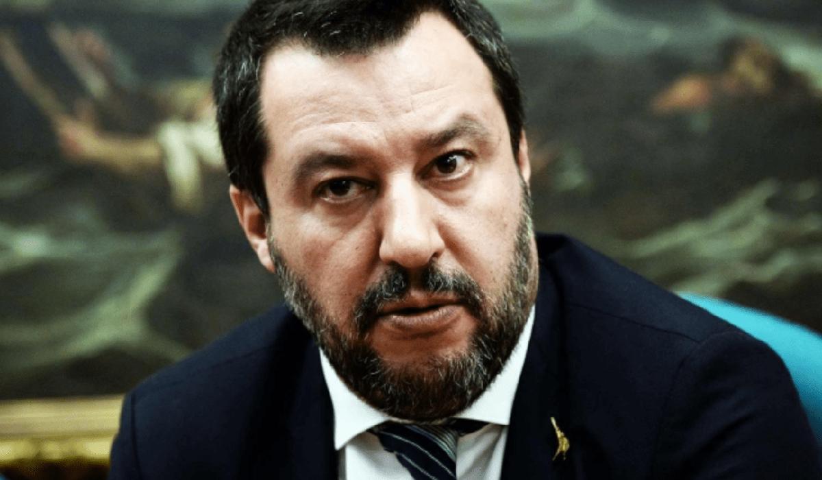"""Matteo Salvini indagato per abuso d'ufficio: """"Utilizzava i v"""