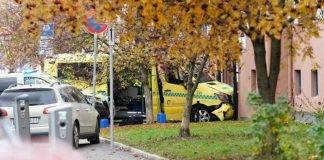 Oslo, ruba ambulanza e travolge pedoni