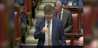 tensione in parlamento