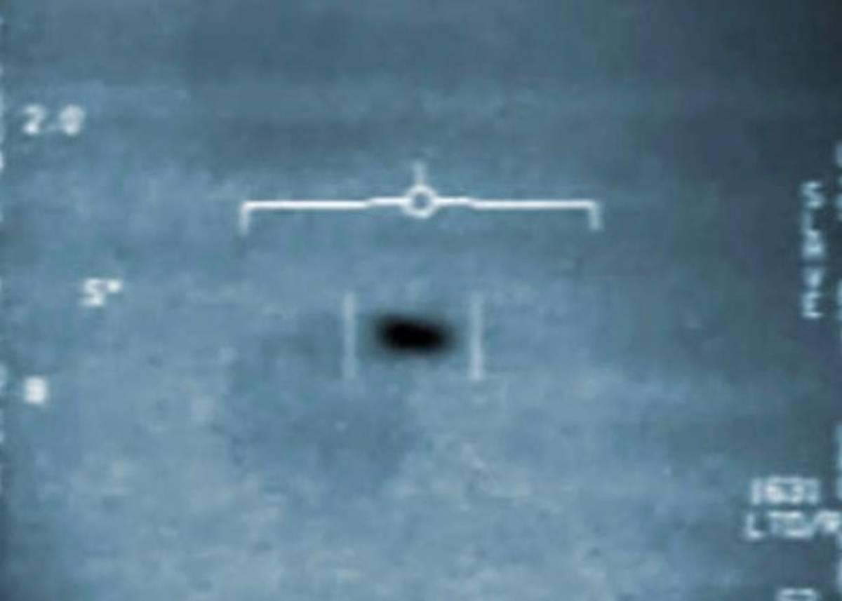 """Veterano della marina americana rivela: """"Ho visto un Ufo lar"""