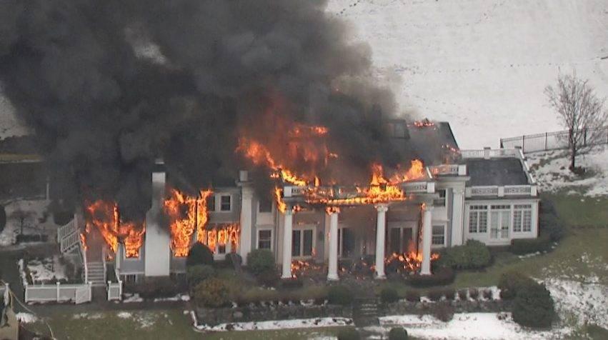 Rogo distrugge enorme villa multimilionaria