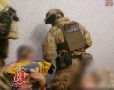 Swat interviene per abusi su minori