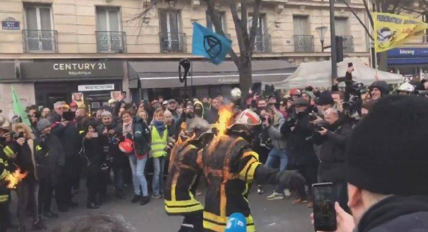 manifestazione vigili del fuoco parigi