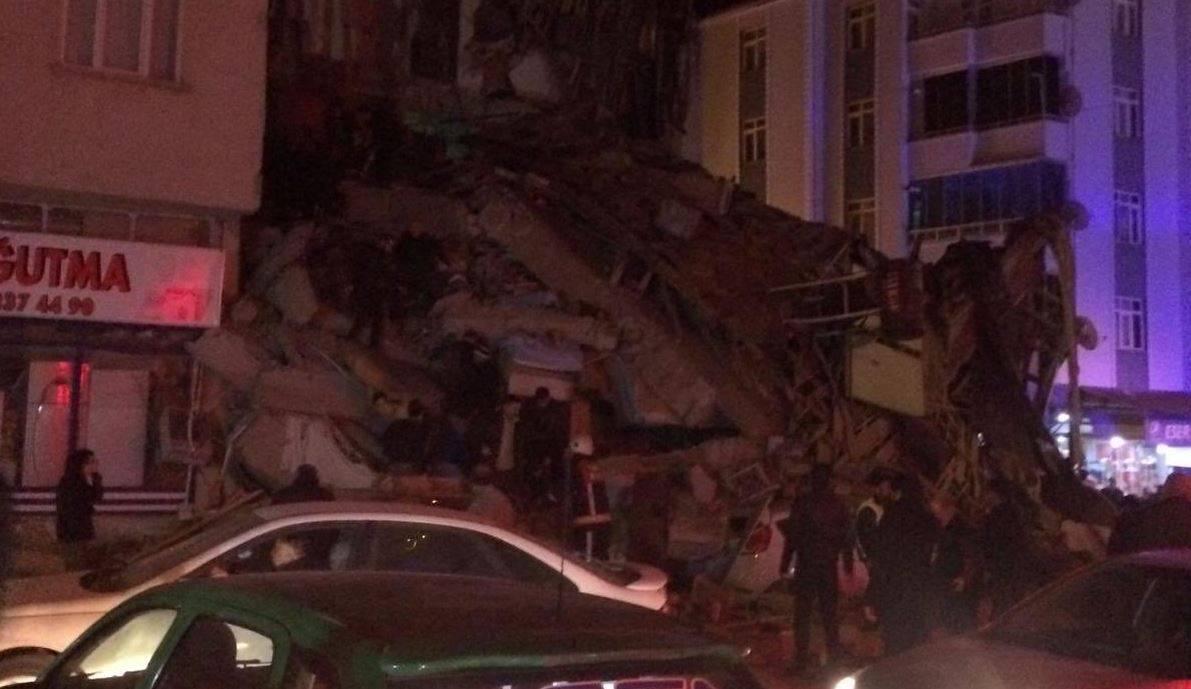 Spaventosa scossa di terremoto di magnitudo 6.8 scuote inter