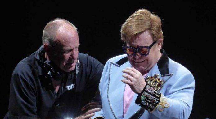 Elton John interrompe concerto