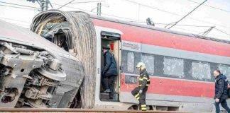 Lodi, treno deraglia