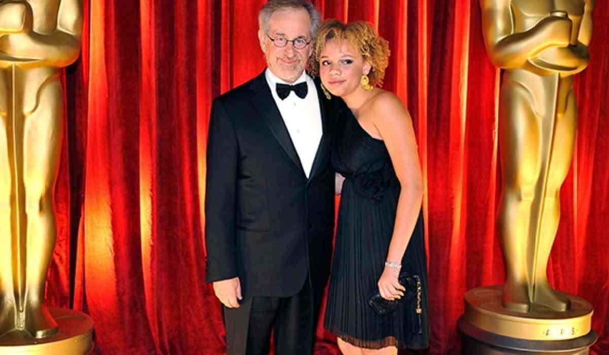 Steven Spielberg, la figlia Mikaela si dà al porno – VIDEO