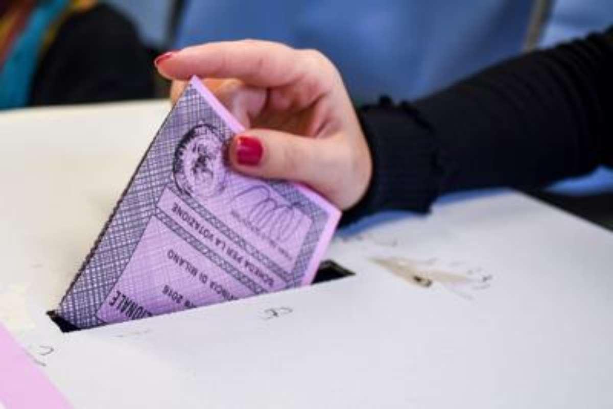 Elezioni regionali 2020 e referendum costituzionale LIVE: attesa per le prime proiezioni. Sì intorno al 70%