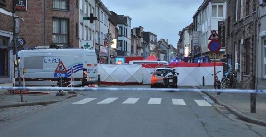 belgio, donna attacca i passanti