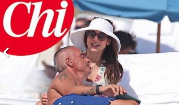 Eros Ramazzotti in vacanza con la nuova fidanzata? Il cantan