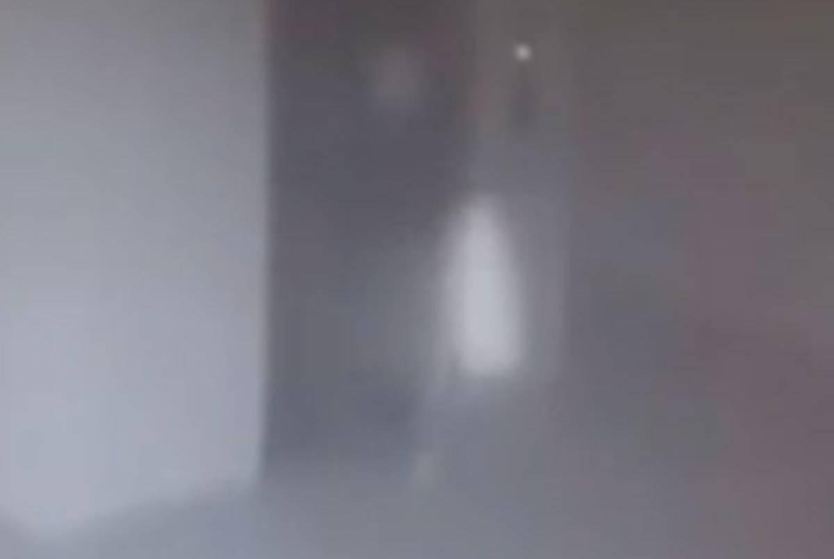 Guardia di sicurezza sente la voce di un bambino, dai video