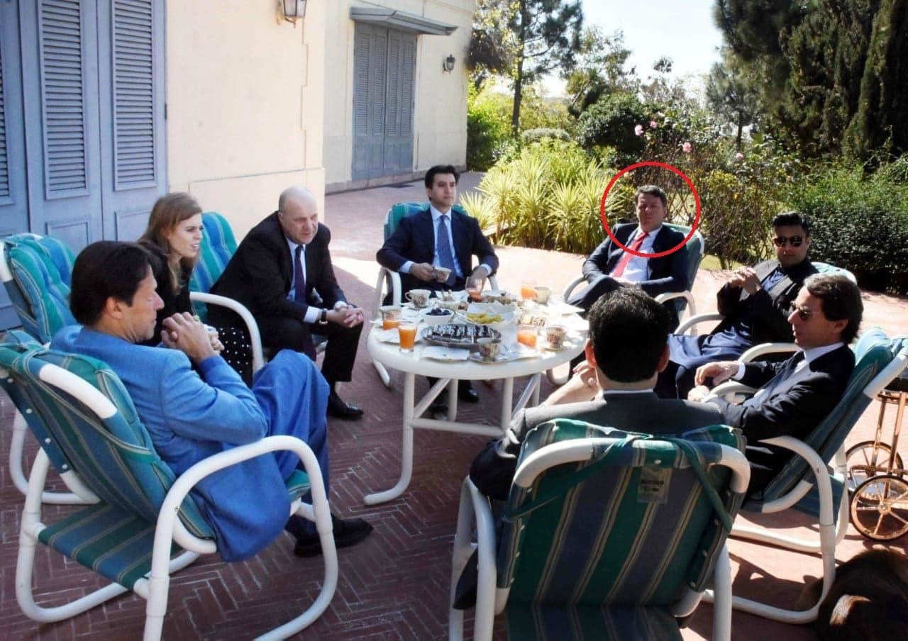 """Matteo Renzi """"a sciare con i finanzieri pakistani"""": nuovo at"""