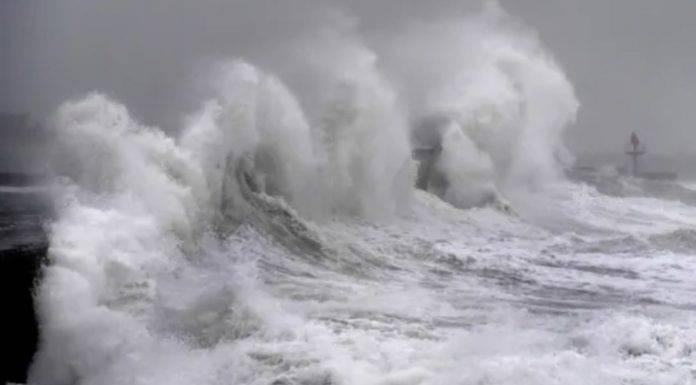 tre morti e voli cancellati per tempesta Dennis