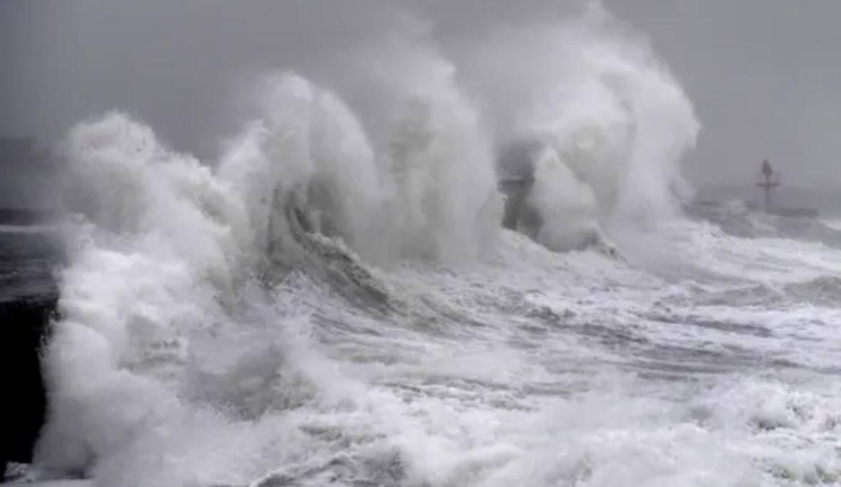 Tempesta Dennis, è allarme rosso nel Regno Unito: 3 morti e