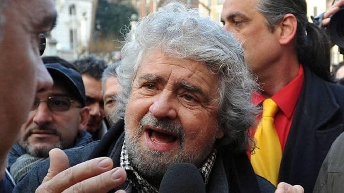 Coronavirus - Beppe Grillo - reddito universale per tutti