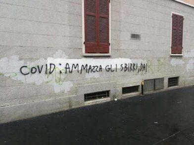 Coronavirus scritte sui muri