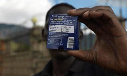 Profilattici difettosi in Uganda