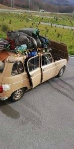 """Coronavirus, il """"mistero"""" della Renault 4 che ha attraversato l'Italia fino ad Acitrezza: ecco la sua storia"""