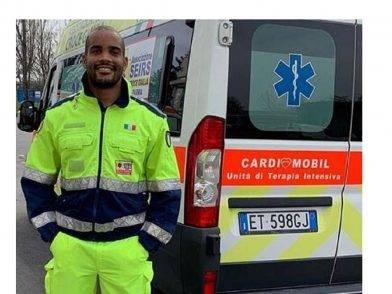 sella del rugby italiano volontario su ambulanze